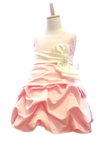 ショートケーキのクリームのように、大きく滑らかなドレープが可愛らしいドレスです。                          ボリュームのあるミニスカートで、足長効果もあります。パニエを入れて撮影しております。