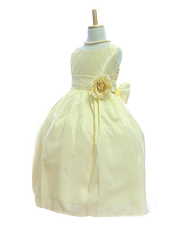 どんなシーンでも品よく溶け込める優しい雰囲気のドレスです。パニエでふんわり着ていただくと優美で可愛らしい印象に着こなしていただけます。