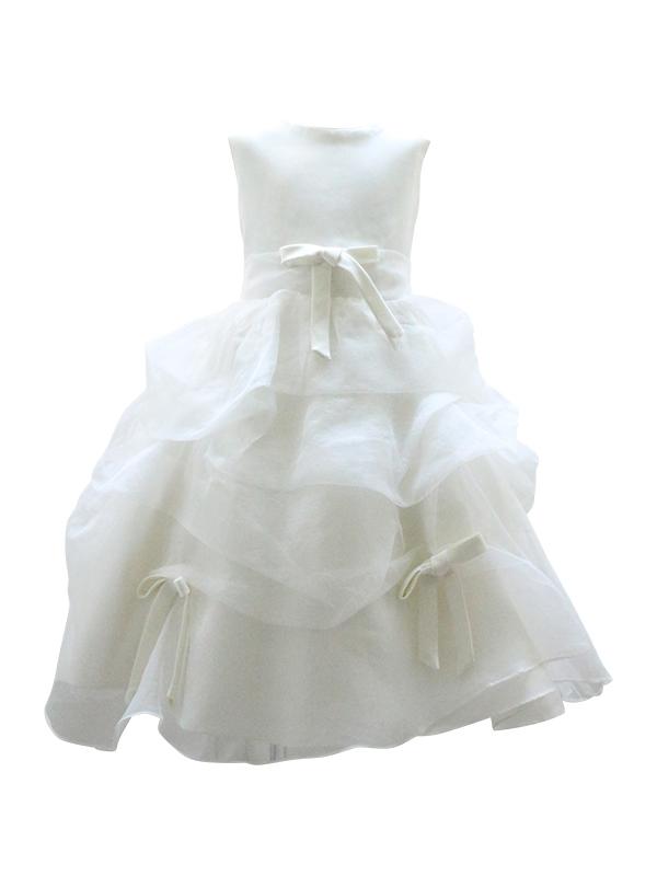 ドレープたっぷりのチュールにリボンがあしらわれ、まるで小さな花嫁さん。リングガールやフラワーガールにもお薦めできるドレスです。 パニエを入れて撮影しております。