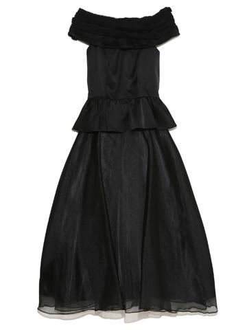 ツーピースタイプのドレスになっております。胸元のオーガンジーがふわっと華やかに、チュールでボリュームアップしたスカートが可愛らしさも持ち合わせたドレスです。