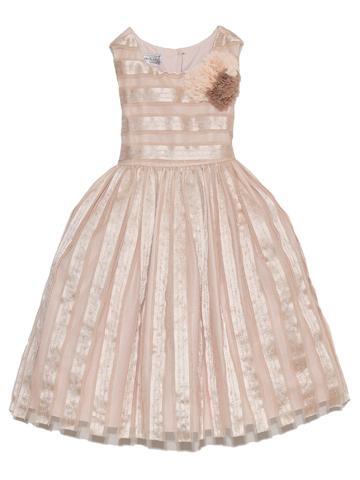 オーガニックシュガーのように優しい雰囲気のドレス。胸元のフラワーモチーフと光沢のあるドレスが華やかさを演出してくれます。
