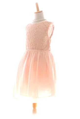 シンプルなデザインですがベビーピンクが上品でお食事会やお祝い事にも気軽にお召しいただけるドレスです。