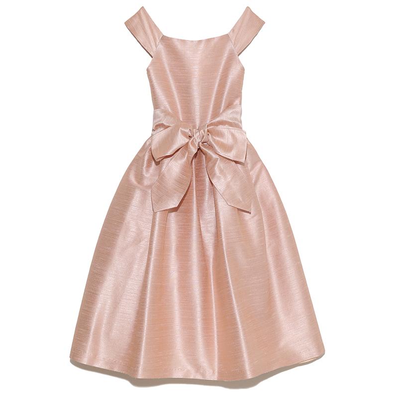 シンプルなデザインのドレスですがとても上品な色合いでウエストの大きなリボンが華やかさを演出してくれます。どんなシーンでも大活躍な人気のドレスです。