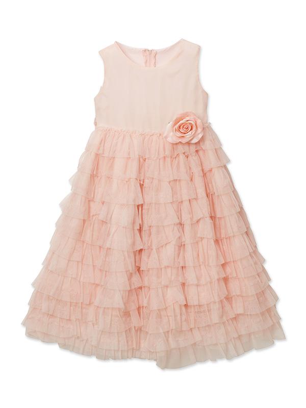 ボリュームのあるティアードスカート。淡いピンクのフワフワドレスでお姫様気分になること間違いなしです。4泊5日クリーニング不要 デザインが上品なドレスです