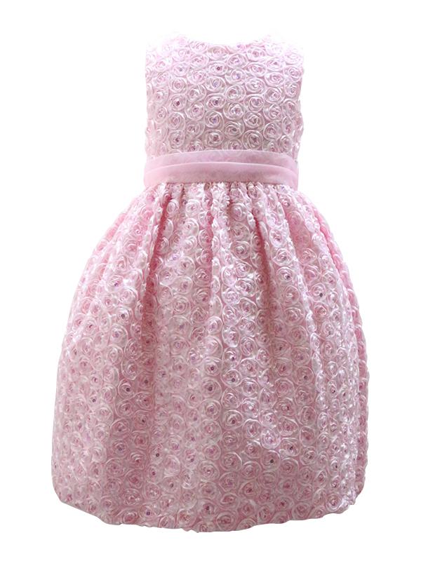 ピンクが大好きな女の子にとても人気のドレス。シンプルなデザインですが全体に散りばめられた小花がキュートです。ドレスにはパニエを入れて撮影しております。
