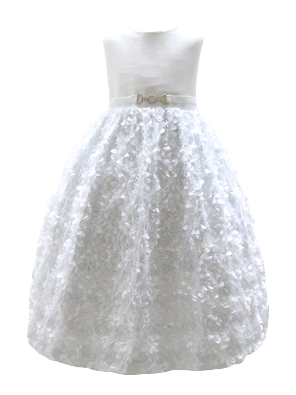 清潔感のある純白のドレスです。生地に光沢があり、とても華やかでリングガールにもお薦めです。パニエを入れて撮影しております。