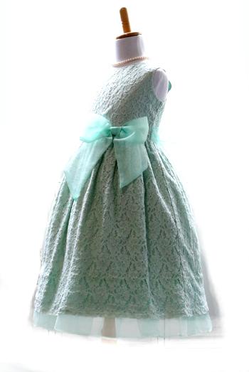 爽やかなミントグリーン。オーガンジーのリボンが爽やかさをアップ。軽やかな雰囲気をかもしだすドレスです。