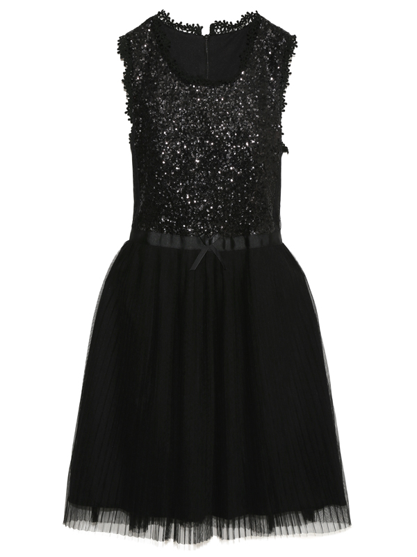 トップスはスパンコールがぎっしりと刺繍してあり、ライトにあたるとキラキラ反射してとても綺麗で華やか。伸縮性のある布地で着心地が良いドレスです。パニエお召し頂くとスカートふんわり素敵です。