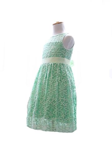 ライムグリーンにイエローリボンがアクセント。お花柄のドレスが元気いっぱいキュートな女の子を演出してくれること間違いなしです。