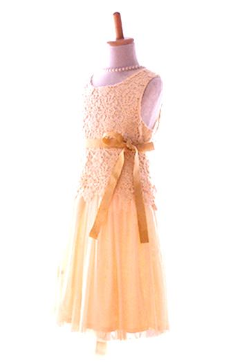 柔らかなチュールスカートと優しくて上品なレーストップスです。ドレス感が強すぎないデザインをお探しの方にお薦めです。