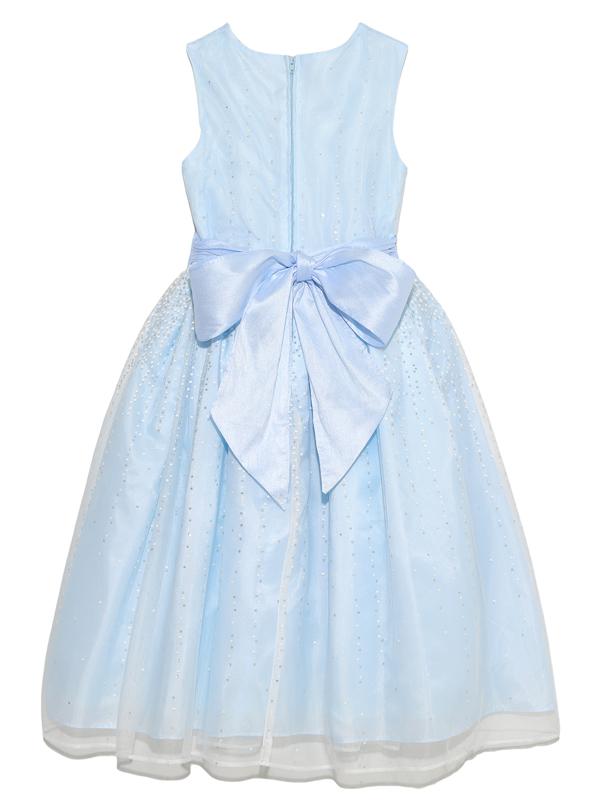 ドレスバックスタイル。大きなリボンで後ろ姿も可愛いドレスです。