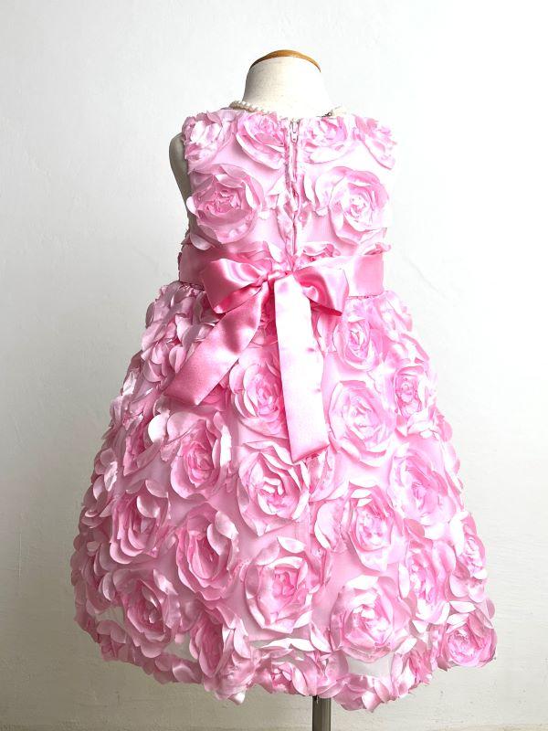 ドレスバックスタイル。こちらのドレスは、インポートで華やかさもありおしゃれさんにおすすめの商品です。