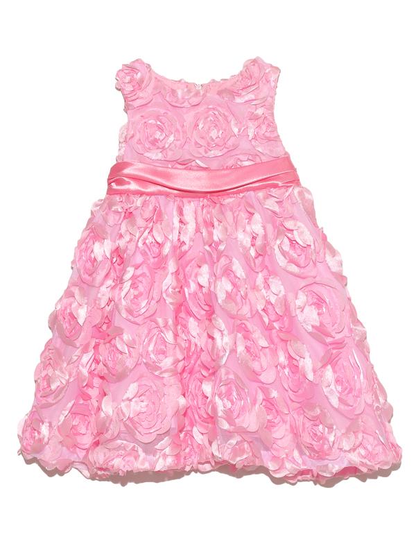 ドレス全体にあしらわれたローズモチーフが小さなお子様のあどけなさを引き立てます。