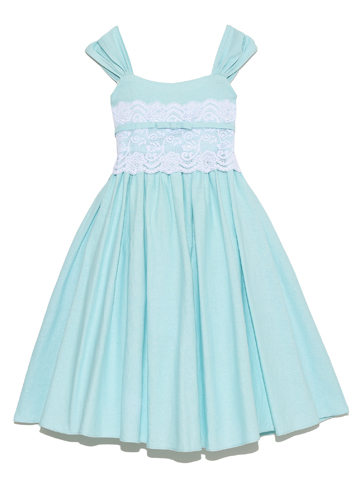 ウエスト部分のホワイトレースと麻加工されたドレスの生地が爽やかさを増し、初夏から真夏にかけてお薦めのドレスです。