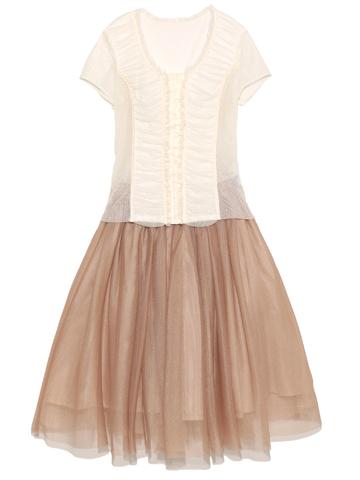 ツーピースタイプのドレスとなっております。トップスは伸縮性のあるお素材です。ミルクティーカラーがとても優しい雰囲気をだしてくれます。お母さまにもどうぞ。