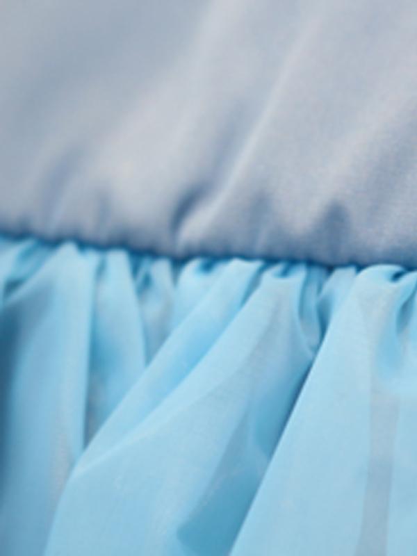 ブルーがさわやかな印象のドレスです。