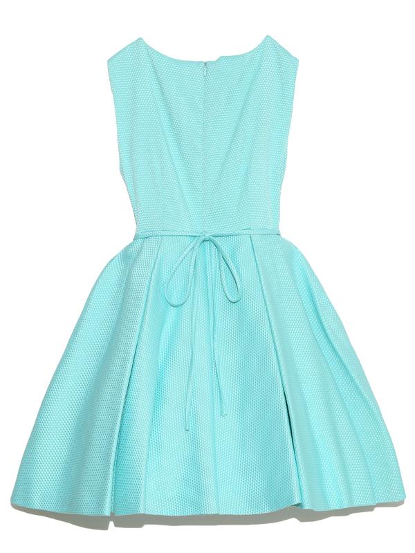 ドレスバックスタイル。こちらのドレスは、インポート商品でおしゃれさんにおすすめの商品です。