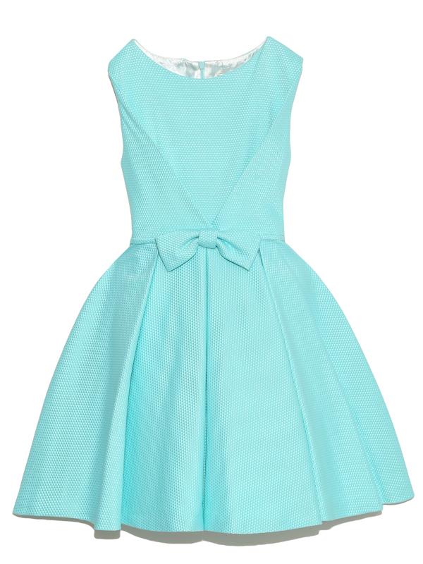 落ち着いたデザインと、ひときわ目を引く鮮やかなミントグリーンで大人可愛いさを演出します。デザインが上品なドレスです。        パニエを入れて撮影しております。