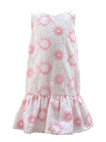 白とピンクの花柄刺繍が元気なイメージのローウエストデザイン。ひとひねりあるこなれ感が他のお子様とちょっと差のつくドレスです。