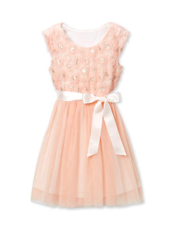 淡いピンクのフラワーモチーフがトップス全体にあしらわれ、繊細なチュールが上品で清楚なドレスです。アメリカデパート・ノードストロームお取り扱いブランドです。