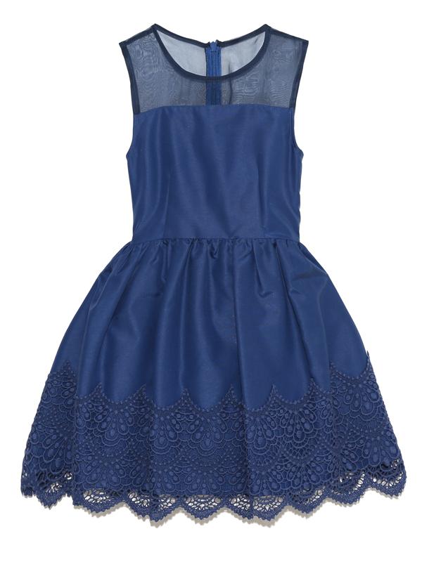こちらのドレスは、日本製で縫製もよくおしゃれさんにおすすめの商品です。ドレスにはパニエを入れて撮影しております。