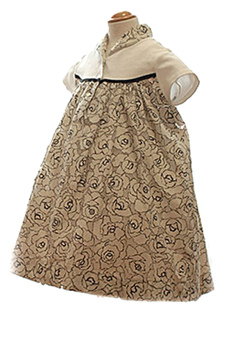 コットン生地がとても着心地よくサマードレスにぴったりな一枚。お食事会やコンサート見学などいろんなシーンでご使用いただくことのできるドレスです。