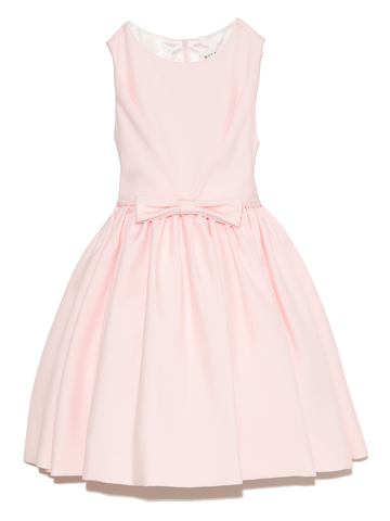 上品なデザイン、優しい雰囲気をかもしだすベビーピンク。ワンランク上のドレススタイルをネックレスとカチューシャで素敵にコーディネート。