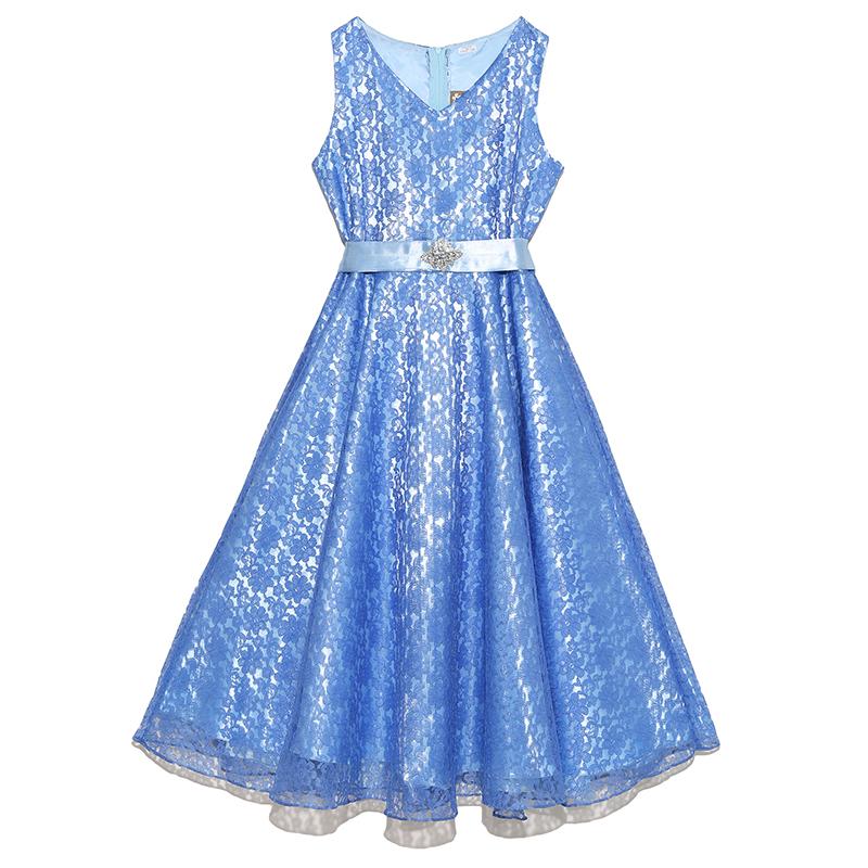 フラワーレースが華やかで鮮やかなブルーのインポートドレスです。裏地とウエストリボンのライトブルーが爽やかな印象で、ミモレ丈の為大人っぽく着こなせていただけます。