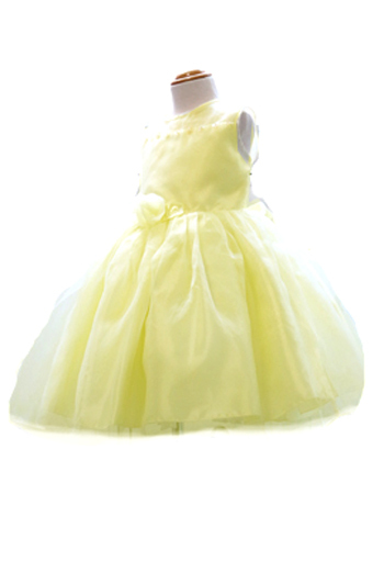 爽やかなレモンカラーにオーガンジーのチュールやお花のスパンコールがとても可愛らしいドレスです。