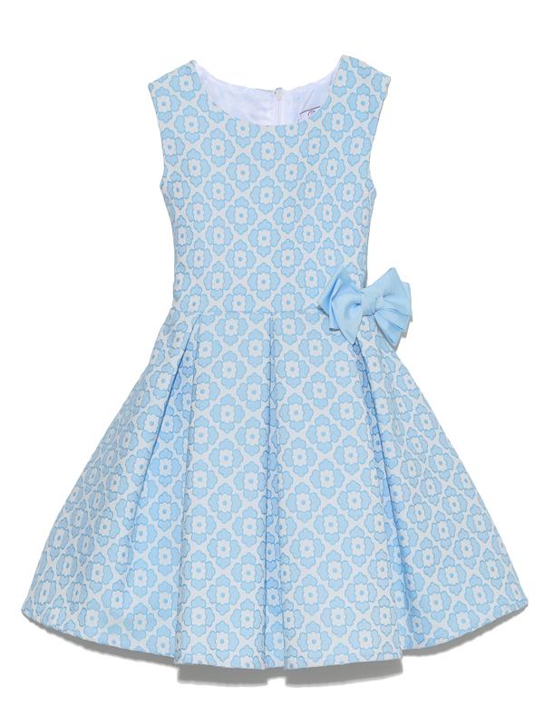 ホワイとライトブルーで爽やかな印象のドレスです。フラワー柄にウエストのリボンがとても可愛らしく上品に着こなしていただけます。