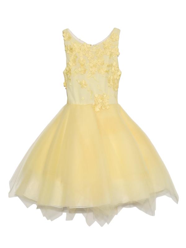 胸元から背中にあしらわれたフラワーモチーフがとても可愛らしく、スカート部分にはふんだんにあしらわれた柔らかいチュールが優しいイメージのインポートドレスです。