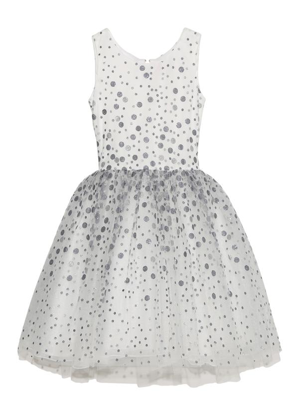 全体に散りばめられた大小のドッドがとてもキラキラしていてドレス全体を華やかに演出してくれます。スカート部分はたっぷりとチュールがあしらわれている為、ふんわりとしたスカートが可愛らしく、ブルーグレーとシルバーのドッドが可愛らしさの中にも大人っぽさを感じる一枚です。(写真は、同デザイン140CM)
