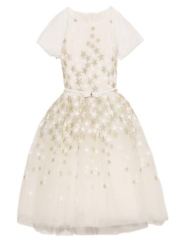 ドレス全体にあしらわれたホワイト&ゴールドの星がとても華やか。スカート部分はチュールがふんだんにあしらわれ、セットのカチューシャとネックレスにはパールを使用しワンランク上のドレススタイルを演出。ウエスト部分にはリボン付きベルトでスタイリッシュ。主役級のインポートドレスです。憧れのイタリア・キッズブランドMONAlISA(モナリザ)のドレスです。