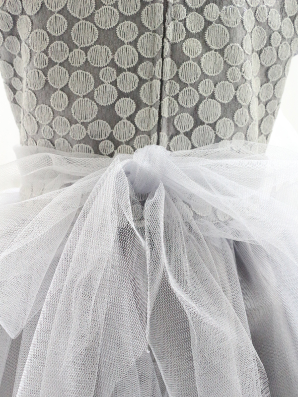 ドレス:バックリボン