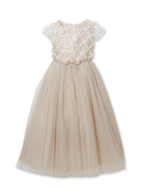 色合いがとても上品でチュールがたっぷりのボリュームのあるドレスです。レース部分の袖や上身頃が華やかさをアップ。ウエスト部分は同色でリボンがアクセントに。丈も少し長めなのでとても華やかでピアノやバイオリンの発表会にも。モデル120cm着用