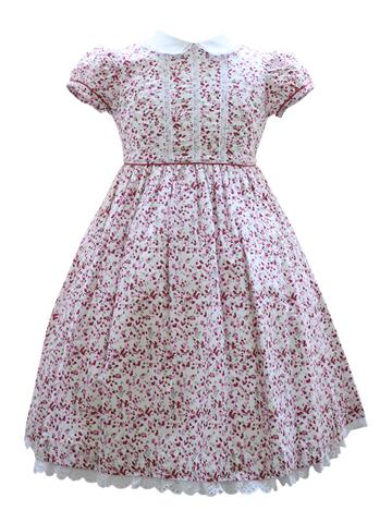 ピンクの小花が可愛らしいファミリアのワンピースです。スカート裾のレースや襟がとても上品で可愛らしさアップ。お出かけやお食事会にどうぞ。