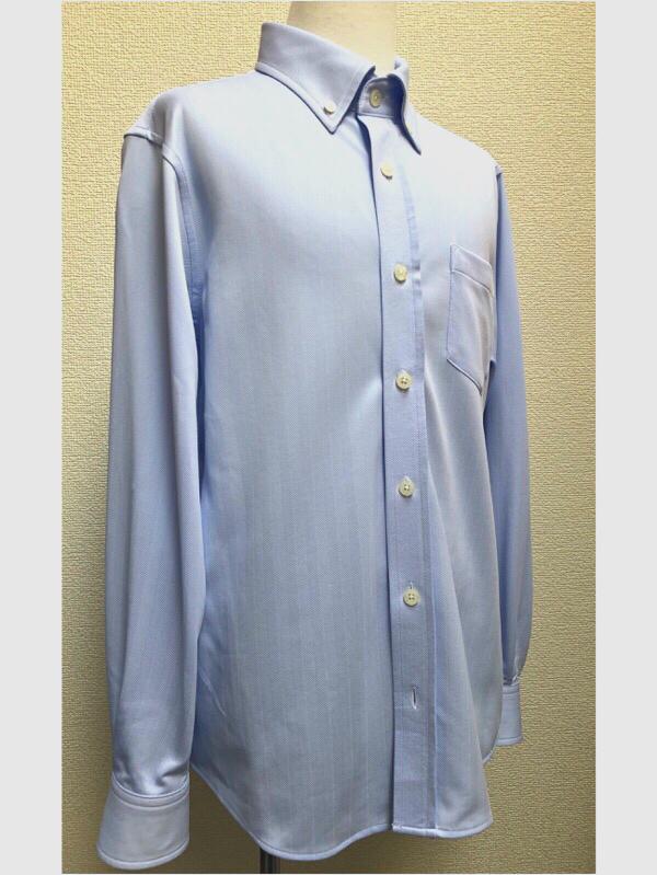 シャツはポリエステルなので少し伸縮性もありシワになりにくく、着心地が良い素材です。