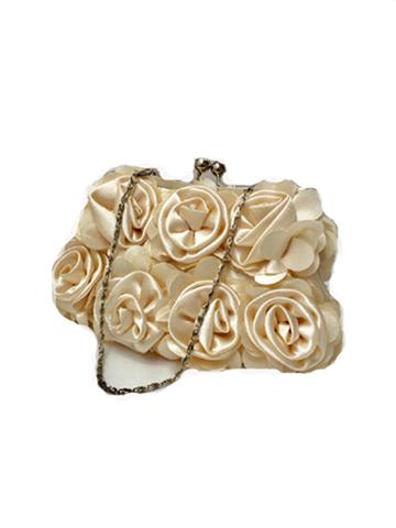 こちらのバッグは、ドレスとのコーディネートが抜群でおしゃれさんにおすすめの商品です。