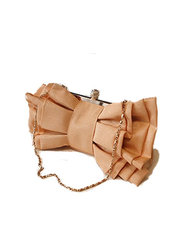 リボンの形をしたとても可愛らしいパーティーバッグです。個性的なデザインがドレスとマッチしとても華やかな印象になります。