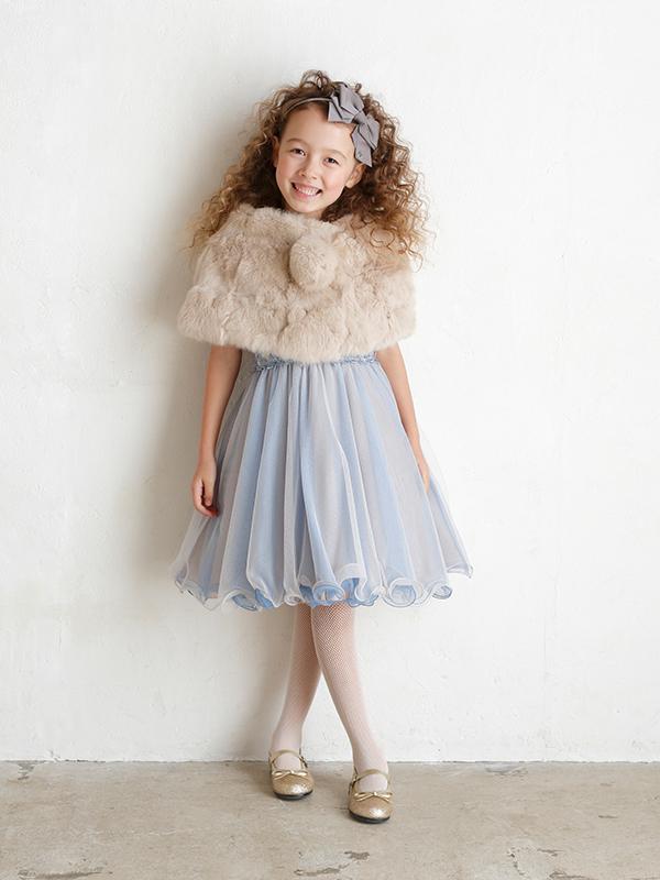 高級感あふれるリアルファーが、ドレスの雰囲気をより一層引き立たせます。