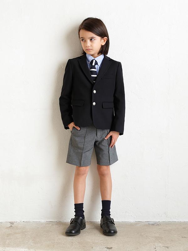 シルエットがとてもきれいな上質なJPRESS男の子フォーマルスーツです。(モデル身長119㎝・サイズ120㎝着用写真)