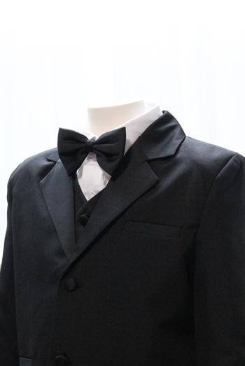 ブラック蝶ネクタイ付き
