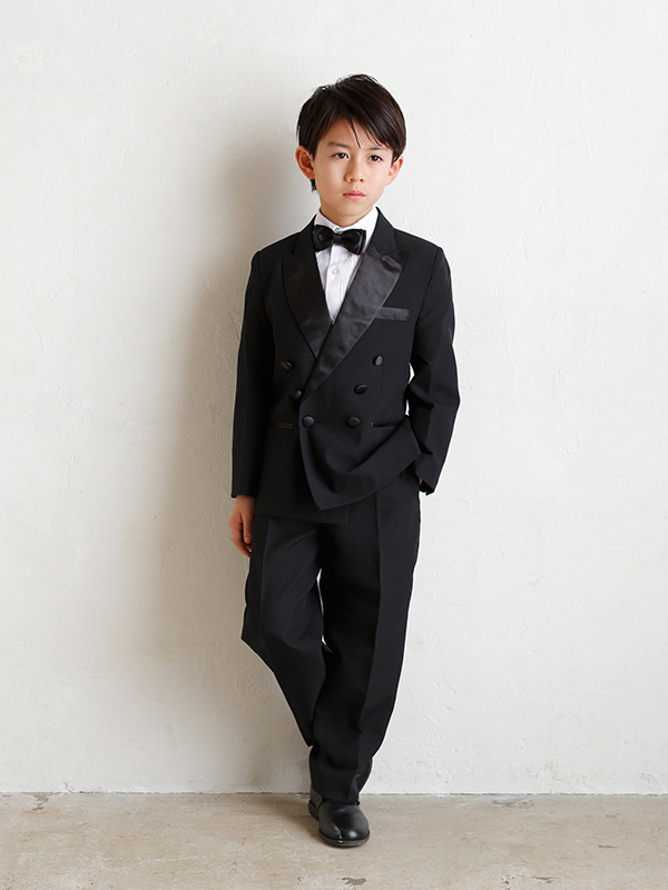 男の子をトータルコーディネイトしたとても便利でお洒落なセットアップ商品です。(モデル身長130㎝・サイズ130㎝着用写真)