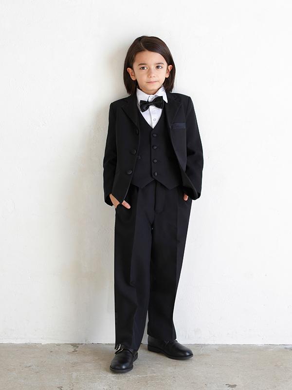 男の子をトータルコーディネイトしたとても便利でお洒落なセットアップ商品です。(モデル身長119㎝・サイズ120㎝着用写真)